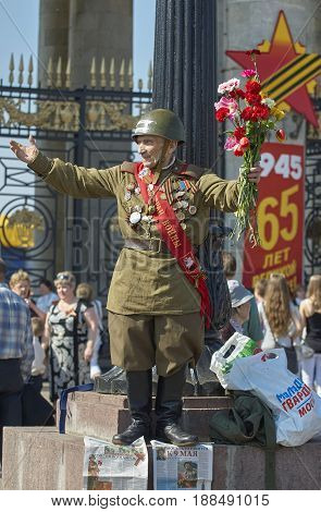 MOSCOW, MAY 9, 2010: Veteran solder in green uniform and helmet on celebration of Great victory day 65th anniversary in Gorky Park. USSR victory in Second World War. 9 May Victory day