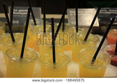 Fresh fruit smoothies at a self service counter at a restaurant (text on tags: price and product information in Dutch)