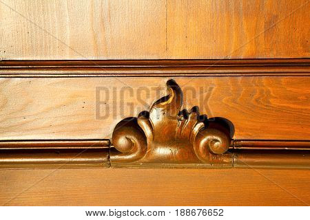 Incision   House  Door     Italy  Lombardy   Column  The Milano Broke
