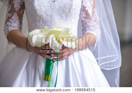 Flowers, Bride With Bridal Bouquet Of Callas