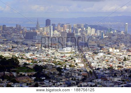 JANUARY 30, 2010. San Francisco, Ca.  CIRCA:  Overview of San Francisco, Ca. with icon and landmark building outdoors.l