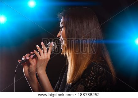 Singer in light of soffits