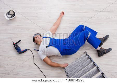 Worker after falling from height - unsafe behavior