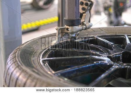 Tire fitting equipment