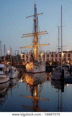 Sailing vessel in the evening
