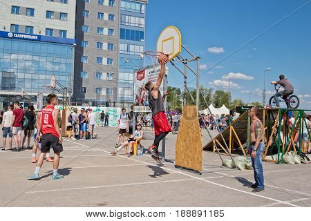 Shot From Under The Basket Without Resistance After A Successful Pass