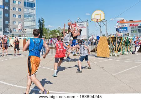Difficult Jump Shot With The Resistance Of The Defenders