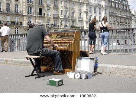 Streetmusician