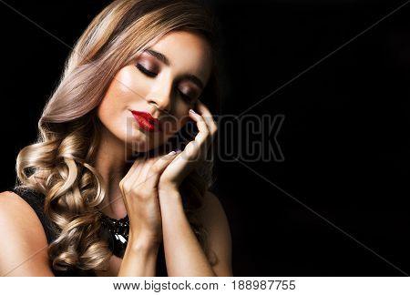 Fashion Woman With Perfect Skin Wearing Dramatic Makeup