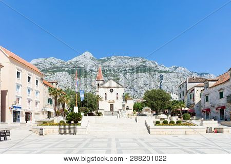 Makarska, Dalmatia, Croatia, Europe - August 23, 2017 - Some Tourists Visiting The Marketplace Of Ma