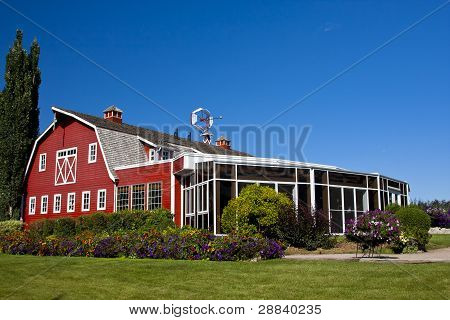 Red Barn with Solarium