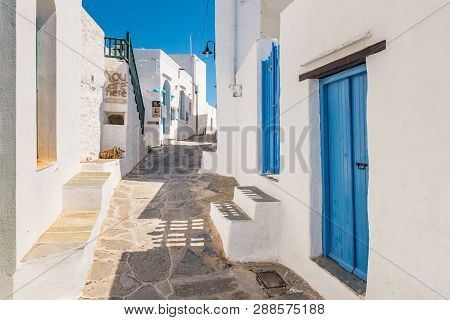 Sifnos, Greece - September 11, 2018: Typical Alley In Apollonia, The Capital Of Sifnos. Cyclades, Gr