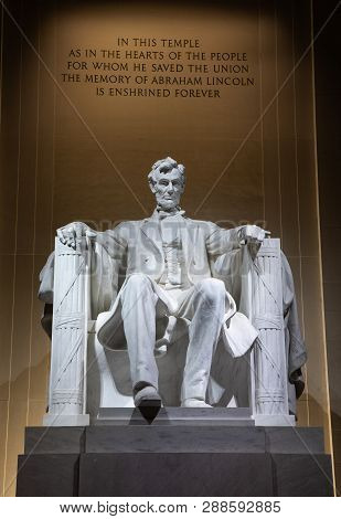 Scupture Of Lincoln At Night  In Washington, Dc