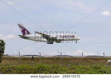 Bangkok Thailand - August 22,2015 : Airbus A 380 Of Qatar Airline Approaching For Landing To Savarna