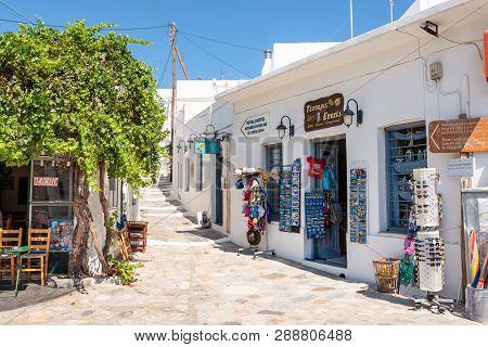 Sifnos, Greece - September 11, 2018: Souvenir Shops In Apollonia, The Capital Of Sifnos. Cyclades, G