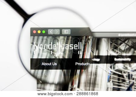 Los Angeles, California, Usa - 10 March 2019: Illustrative Editorial, Lyondellbasell Industries Webs