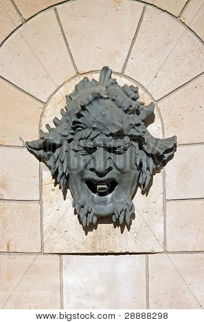 mask, decorative head of a fountain