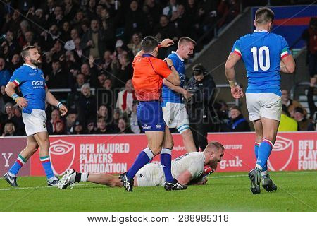 LONDON, ENGLAND - MARCH 09 2019: Brad Shields of England scores a try during the Guinness Six Nations match between England and Italy at Twickenham Stadium
