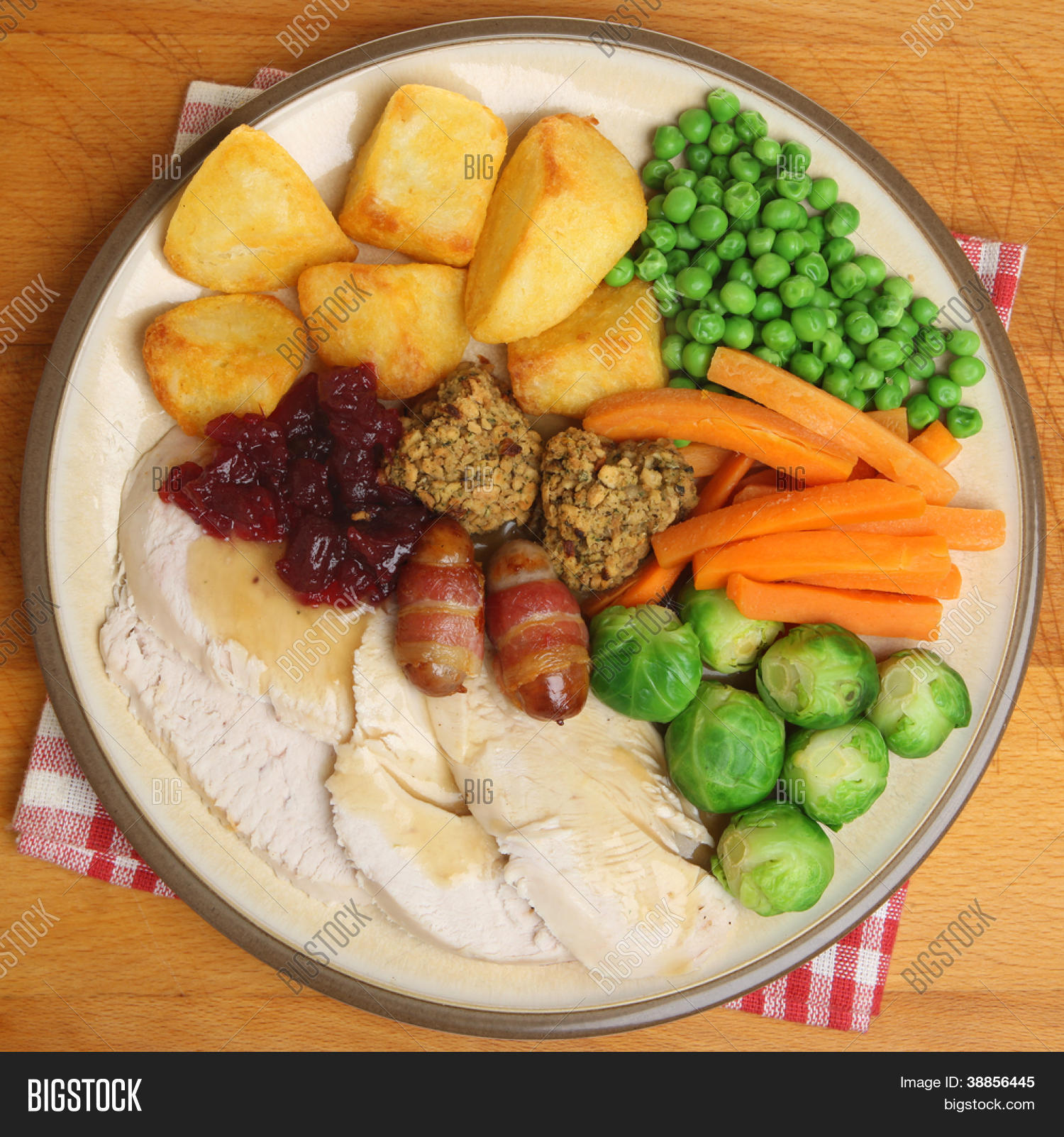 roast turkey christmas dinner with traditional trimmings