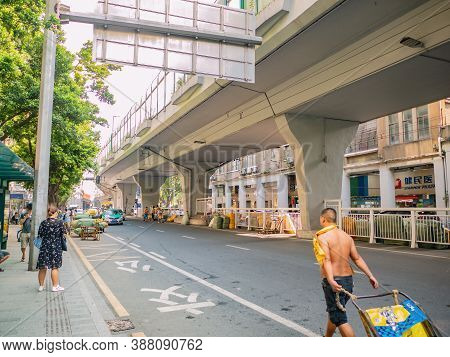 Guangzhou/china-24 Aug 2019::unacquainted Worker Push The Cart In Front Of Shisanhang Clothing Whole