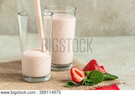 Milkshake In Tall Glasses, Strawberries, Mint, Burlap Napkin Create A Cozy Atmosphere, Cocktail Pour