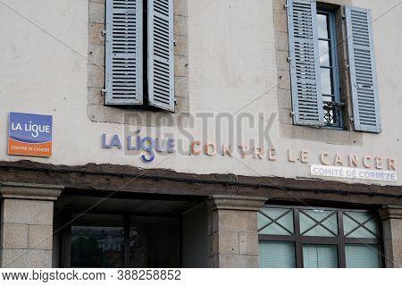 Bordeaux , Aquitaine / France - 10 01 2020 : La Ligue Contre Le Cancer Logo And Sign On Building Off