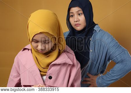 Muslim Mother Having Bad Time With Her Daugther, Mom Reprimands Her Teenage Girl, Islamic Asian Peop