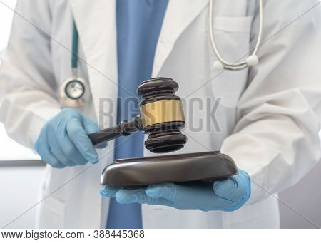 Forensic Medicine, Science Or Criminalistics Legal Investigation Or Medical Practice - Malpractice J