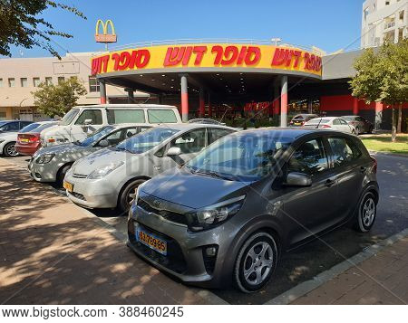 Holon, Israel. October 2, 2020. Cars Parked At The Parking Lot In Front Of The Super Dosh Supermarke