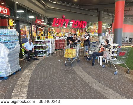 Holon, Israel. October 2, 2020. Super Dosh Supermarket In The Southern Neighborhood Of Holon, It Is