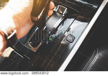 The Driver's Hand Moved The Gear Selector To The Drive Three (d3) Mode Of The Automatic Transmission