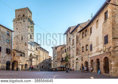 San Gimignano,italy - September 6,2020 - At The Cisterna Place In San Gimignano. San Gimignano.san G
