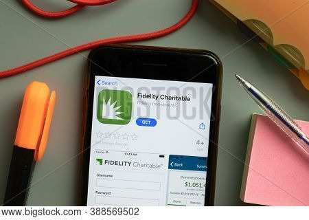 New York, Usa - 29 September 2020: Fidelity Charitable Mobile App Logo On Phone Screen Close Up, Ill