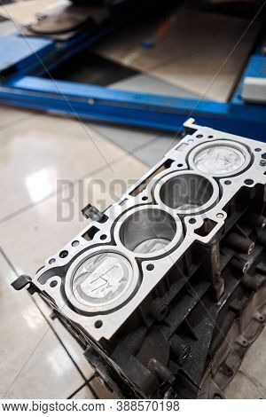 New Pistons And Cylinder Head Of Engine Block Vehicle. Motor Capital Repair. Sixteen Valve And Four