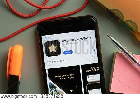New York, Usa - 29 September 2020: Dreamer Vision Board Mobile App Logo On Phone Screen Close Up, Il