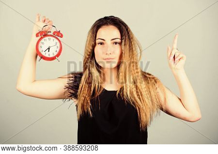 Time Management. Punctuality And Discipline. Practice Of Advancing Clocks. Daylight Saving Time. Cha