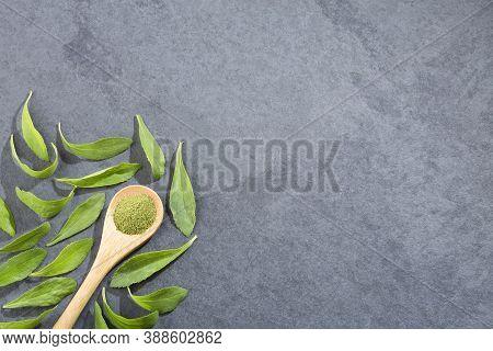 Green Leaves And Stevia Powder - Stevia Rebaudiana