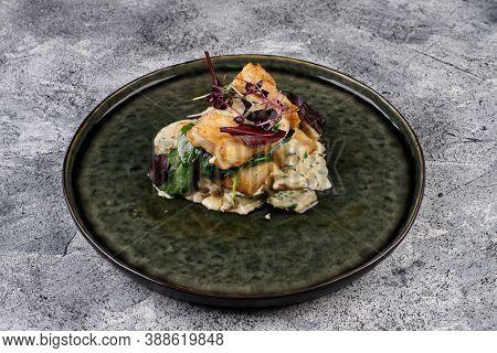 Salad With Smoked Cod With Basil , Onion And Mushroom Sauce