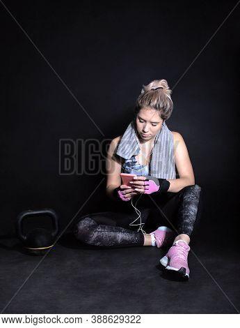 Black Background Studio, Muscular Woman, Kettlebell, Phone