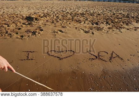 Romantic Getaway, Hot Sand Resort Beach Romantic Relationship With The Sea