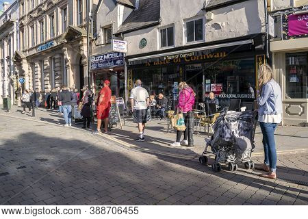 Doncaster,yorkshire, England - October 7, 2020. People Queuing Up On The Street For The Barclays Ban