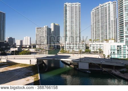 Miami,usa-march 16,2018:view Of The Skyscrapers In Downtown Miami From The Metromover During A Sunny