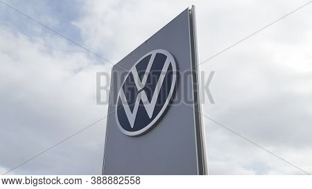Bordeaux , Aquitaine / France - 10 01 2020 : Vw Volkswagen New Sign And Logo Car Modern Front Of Aut