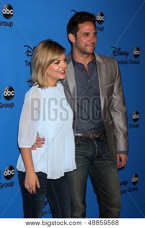 LOS ANGELES - AUG 4:  Kirsten Storms, Brandon Barash arrives at the ABC Summer 2013 TCA Party at the Beverly Hilton Hotel on August 4, 2013 in Beverly Hills, CA