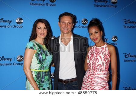 LOS ANGELES - AUG 4:  Bellamy Young, Tony Goldwyn, Kerry Washington arrives at the ABC Summer 2013 TCA Party at the Beverly Hilton Hotel on August 4, 2013 in Beverly Hills, CA