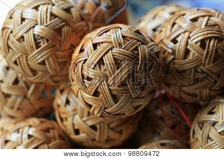 Woven wickerwork ball