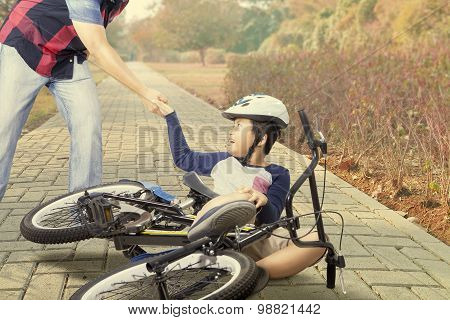 Child Gets Crash With Bike And Helped By Dad