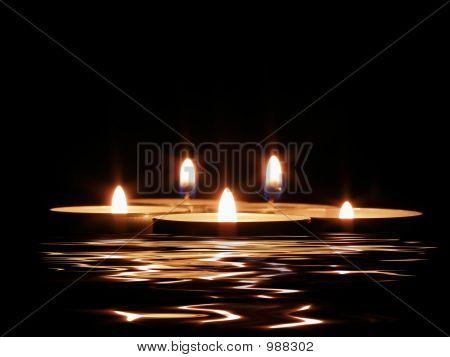 Kerzen und seine Spiegelung