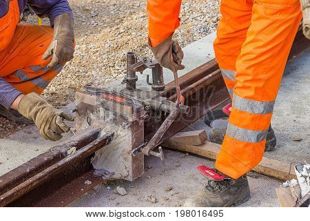 Removing Moulds And Mould Material From The Rail