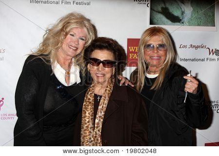 LOS ANGELES - MAR 26:  Connie Stevens, Nancy Sinatra Sr., & Nancy Sinatra arriving at the